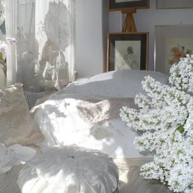 .............i bukiet białego bzu w domu............