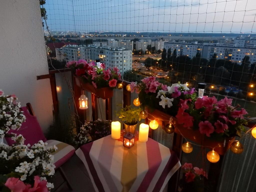 Balkon, Balkon o różnych porach dnia &#x3B;) - a wieczorem....