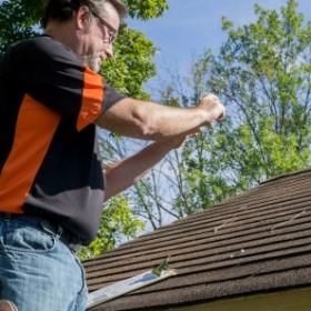 Zapobieganie przeciekom - na co zwracać uwagę na dachu
