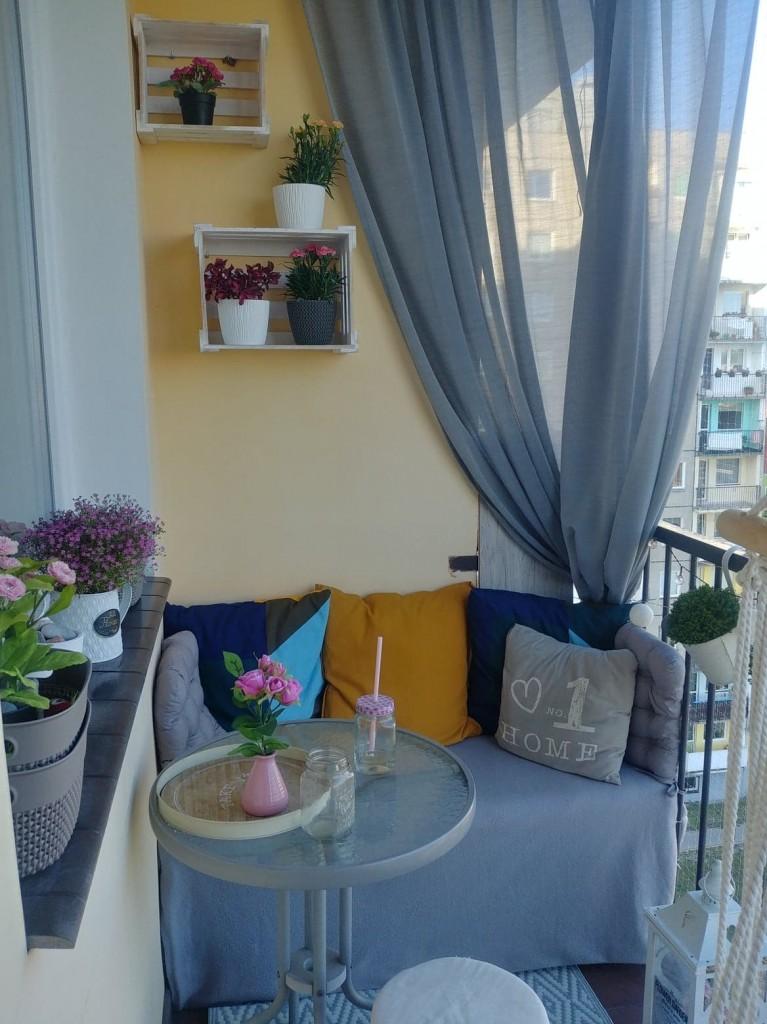Balkon, balkon w bloku z woelkiej płyty