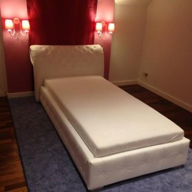 Łóżko sypialniane wraz z zagłówkiem pikowanym www.dfd.sklep.pl