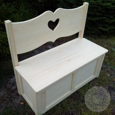 Ławka dla zakochanych z sercem