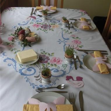 Wielkanoc na babcinym obrusie :)
