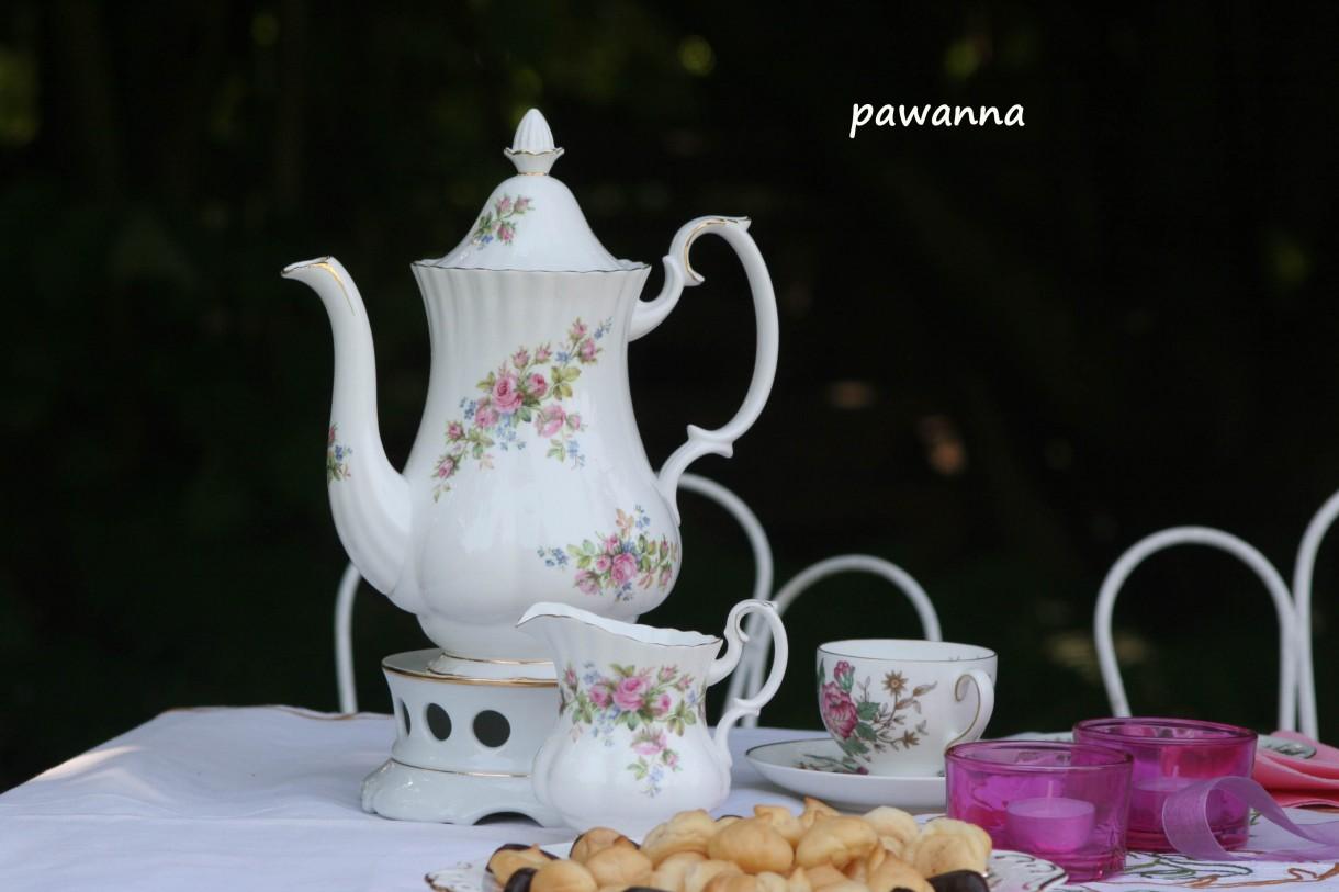 Wizualizacje, Wnetrza w moim ogrodzie ....GALERIA OBIADOWO_PODWIECZORKOWA - skromne suche ciasteczka ptysiowe i herbata....