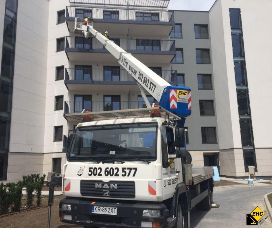 Odnawianie balkonu z podnosnika