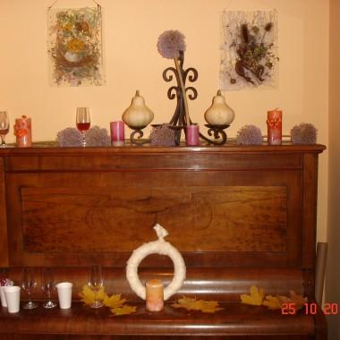 Ośrodek kultury,wystawa-obrazy woskowe na szkle-Wszystkich Świę