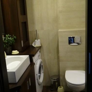 z maluśkiej łazienki w bloku..