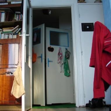 rzut oka na drzwi w Hollu