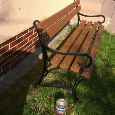 pomalowałam ławkę , po zimie kolor wyblaknięty był