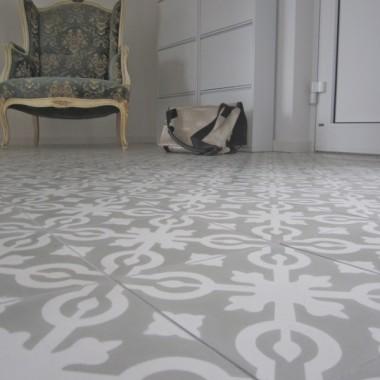 Cementowe płytki podłogowe - salon i przedpokój