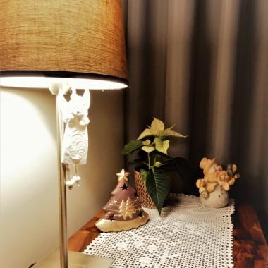 na stoliku - samodzielnie udziergana serwetka &#x3B;)