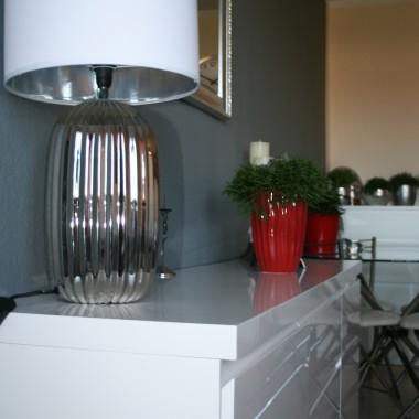 lampa i kawałek kuchni:)