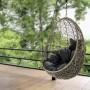 Kupię, Fotele wiszące, czyli wypoczynek w wygodnej i stylowej oprawie - Fotel Tenaga Plus o modnym, owalnym kształcie wykonany jest z technorattanu o charakterystycznym splocie i stalowej ramie. Miękkie poduchy (duża do siedzenia i mniejsza pod głowę) oraz kształt fotela zapewniają wygodę użytkowania. Ma możliwość regulacji wysokości zawieszenia siedziska. Fot. materiały prasowe Homekraft