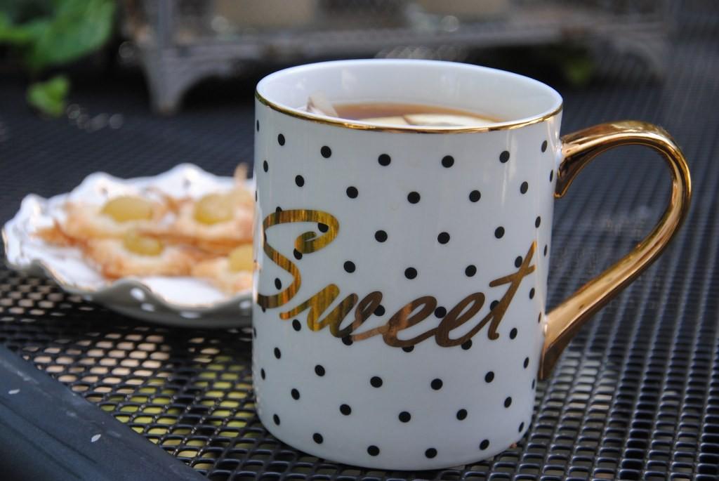 Pozostałe, Ostatnie letnie dni .... - herbata z nowego kubka ( od córeczki ) smakuje wybornie :)