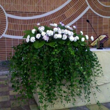Dekoracja ślubna ołtarza
