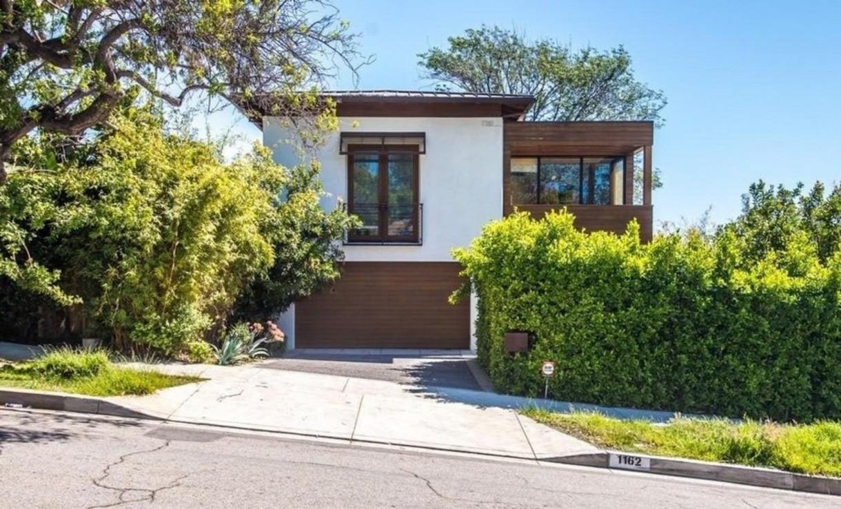 Domy sław, Anna Faris kupiła ekologiczny dom - Aktorka Anna Faris wydała 4,9 miliona dolarów na ekologiczny dom w eleganckiej dzielnicy Pacific Palisades w Los Angeles.   źródło: IMP FEATURES/East News