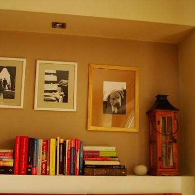 Dlatego też książki leżą na półce nad kaloryferem... Tam Białas nie sięga :-)