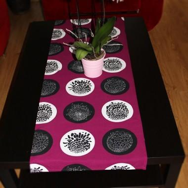 fioletowo- kwiatowo na stole