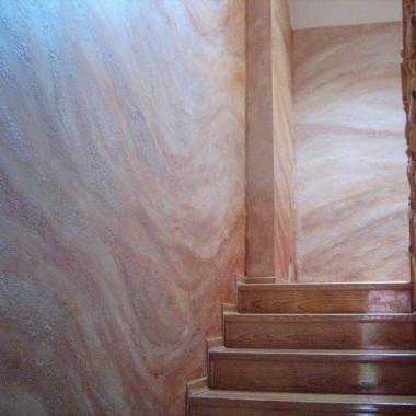 Trawertyn na klatce schodowej