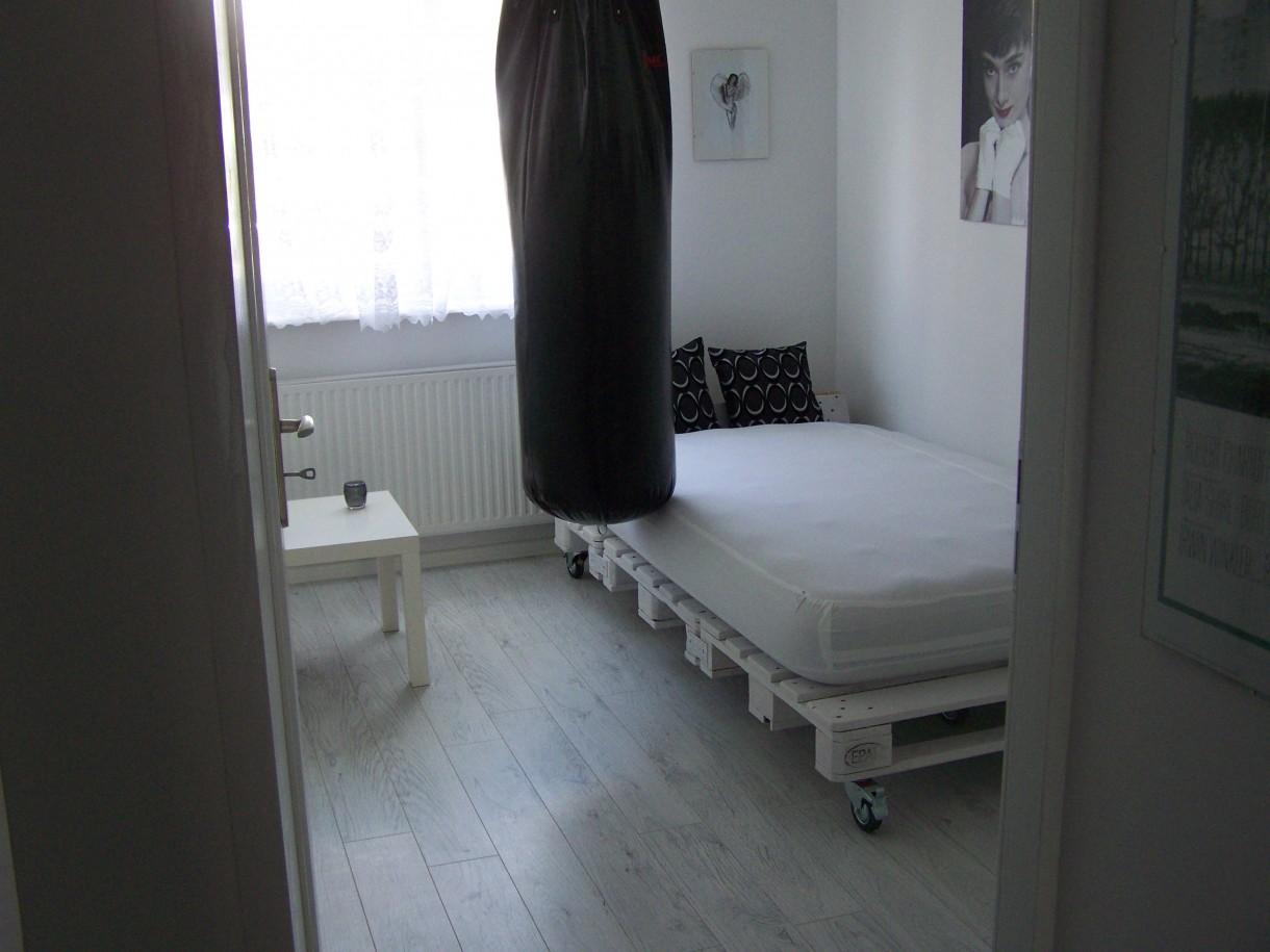 Zdjęcie 16 W Aranżacji Mała Sypialnia łóżko Z Palet
