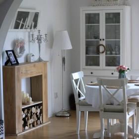 Salon na wiosnę w bieli i czerni.