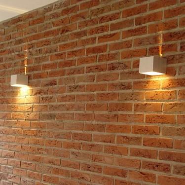 Ściana z cegły + kinkiety