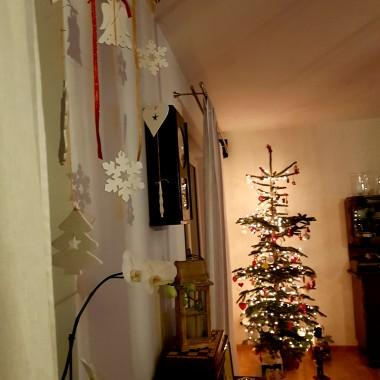 Chyba jak wszyscy tutaj, i nie tylko &#x3B;) uwielbiam ten czas przed w trakcie i po... póki choinka &#x3B;) oby jak najdłużej gościły w naszych domach świąteczne dekoracje, brzmiały świąteczne melodie i choć odrobine utrzymywały się świąteczne nastroje &#x3B;)wszystkiego dobrego po świętach i wszystkiego NAJLEPSZEGO NA NOWY ROK