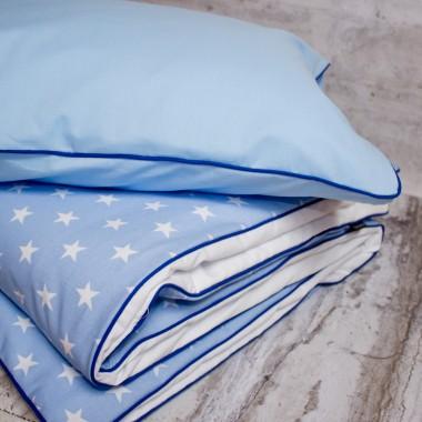 Pościel dziecięca biało niebieska w gwiazdki.