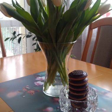 Z okazji DNIA KOBIET życzę wszystkim Deccoriankom (również sobie &#x3B;) ) i Paniom z Redakcji Deccorii wszystkiego co najlepsze, aby każdy dzień roku był naszym słodkim świętem usłanym kwiatami.A w załączniku ode mnie dla Was kwiaty i coś słodkiego (i trochę mojej wiosny przy okazji) :)