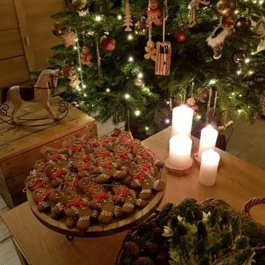co roku pieke te piernikowe ciasteczka ,ktore pozniej wieszamy na choince