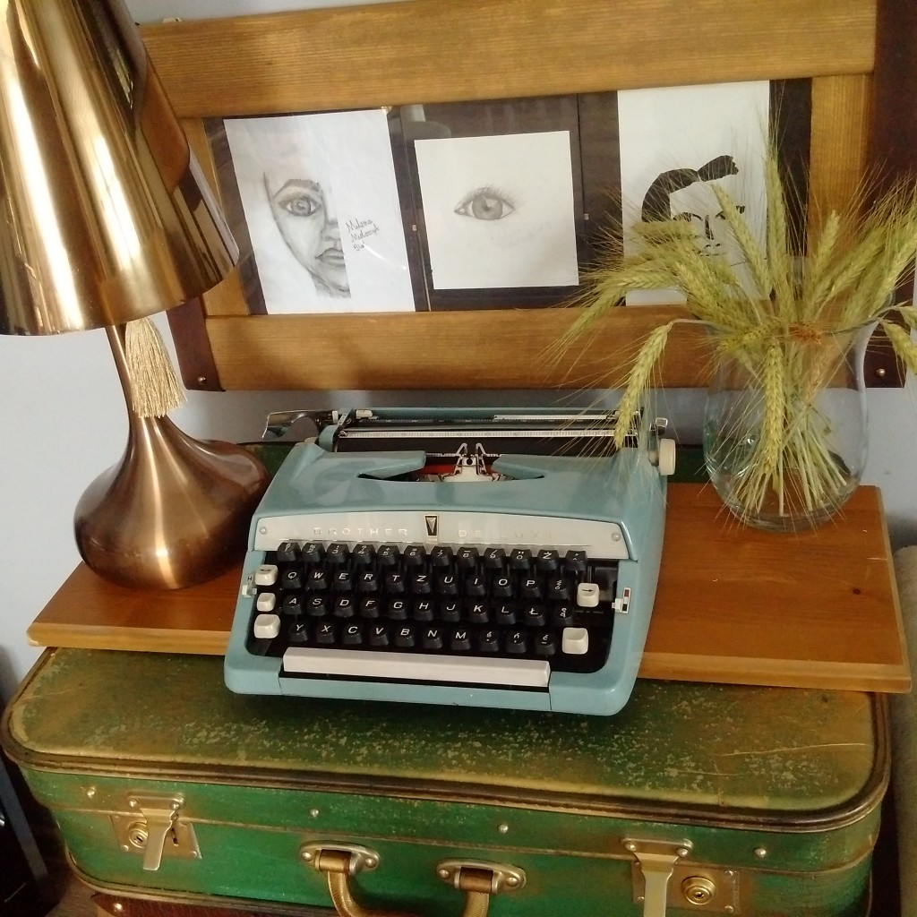 Salon, Salon - Nowy nabytek, maszyna do pisania za grosze