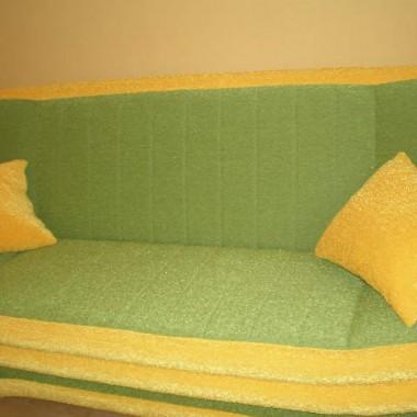 Nowa kanapa, strasznie twarda.. ale urzekła mnie intensywnymi kolorami więc kupiłam :)