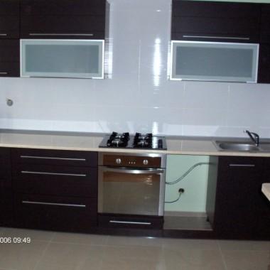zdjęcia kuchni z czasów kiedy jeszcze nie była wykończona :-) teraz jest już pełne AGD, normalne oświetlenie, i troche dodatków, mam nadzieję ze się spodoba pozdrawiam