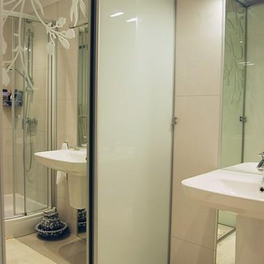 Ciepło, zimno: przekomarzające się łazienki InsideLab