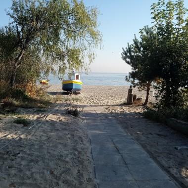 .................i kuter na plaży...........