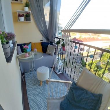 balkon w bloku z woelkiej płyty