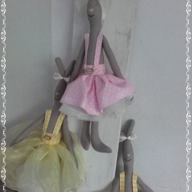Króliczki w wesołych spódniczkach