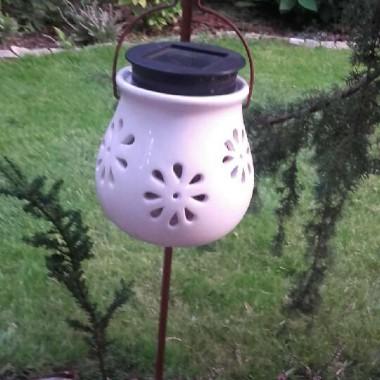 lampka szkliwona solarna...oświetla wieczorem taras...