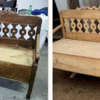 Stara ławka wiejska.