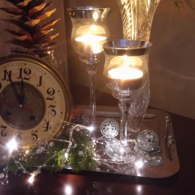 Ze szczerego serca w ten piękny czas, gdy gwiazdka świeci dla wszystkich nas,życzę miłości, bez trosk i złości,a w Nowym 2018 Rokumarzeń spełnienia  i pomyślności.Niech będzie od puchu biało,by szczęście się zawsze uśmiechało.Wesołych Świąt:)