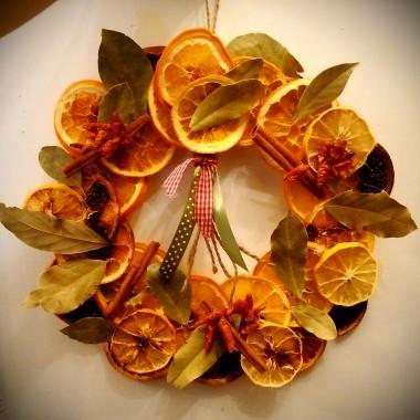 Suszone owoce i liście laurowe