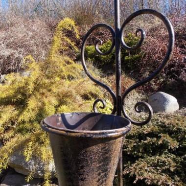 Wieszak do kwiatów - żeliwny w kształcie kranu