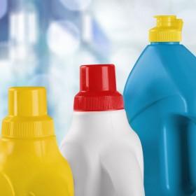 Środki czystości - na co uważać, stosując je w domu?