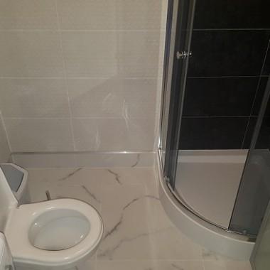 Znowu szybka akcja remontu łazienki.Jeszcze nieskończona ale jest o niebo lepiej.Nie było czasu na zakup nowej umyalki więc wykorzystałam poprzednią.