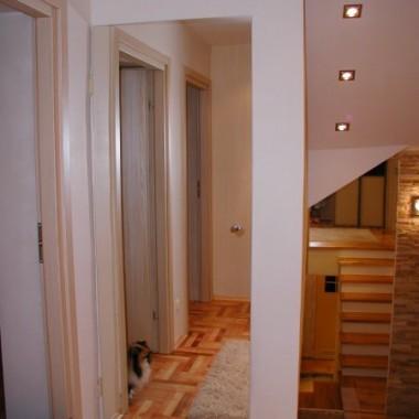 Drzwi strychowe zakamuflowane lustrem