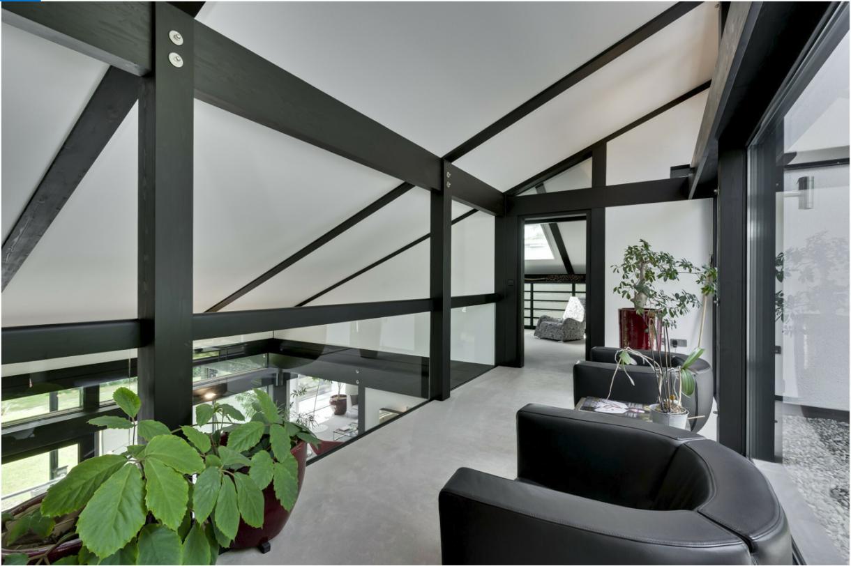 Domy sław, Dom Antonio Banderasa w Anglii na sprzedaż - Aktor, jak twierdzi – sprzedaje swój dom, aby spędzić więcej czasu w rodzinnej Maladze, gdzie zbudował teatr.   Fot.Rex Features/East News