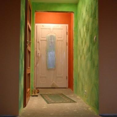 dom w ciepłych kolorach i przyjaznych wzorach