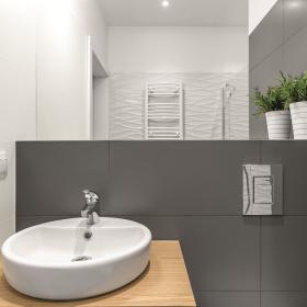 Jak odnowić stare płytki w łazience?