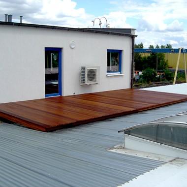 Taras drewniany na dachu. Realizacja w Zielonej Górze.