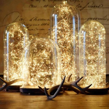 Kropelki światła łańcuch LED  dostępne w ilości 20 i 30 kropelek. Doskonale podkreśla inne dekoracje. Wydobywa piękno i tworzy przyjemną atmosferę we wnętrzu.